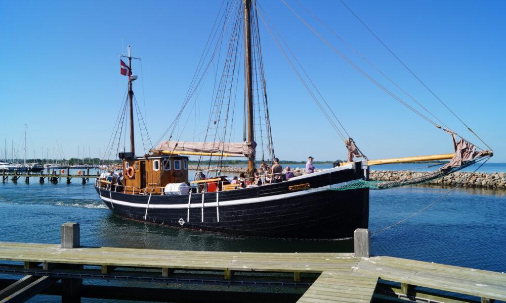 Mieten Sie Castor für Firmen Bootsfahrten