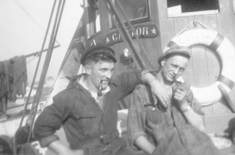 To afslappende sømænd
